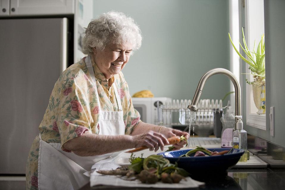 キッチンの生ごみの捨て方で三角コーナーは必要か?臭いの対策は?