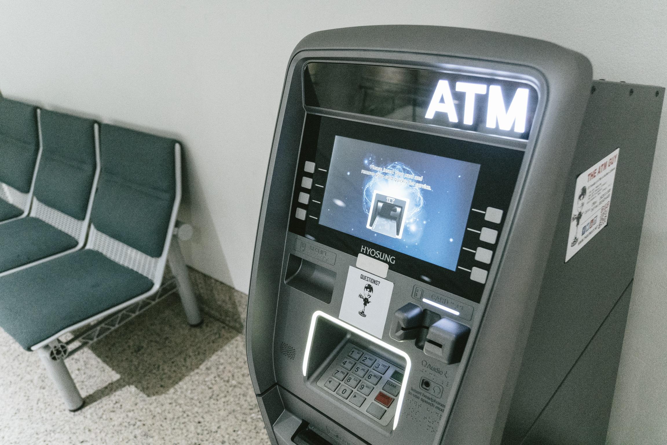 1万円札を千円札に両替、銀行やゆうちょのATMで可能