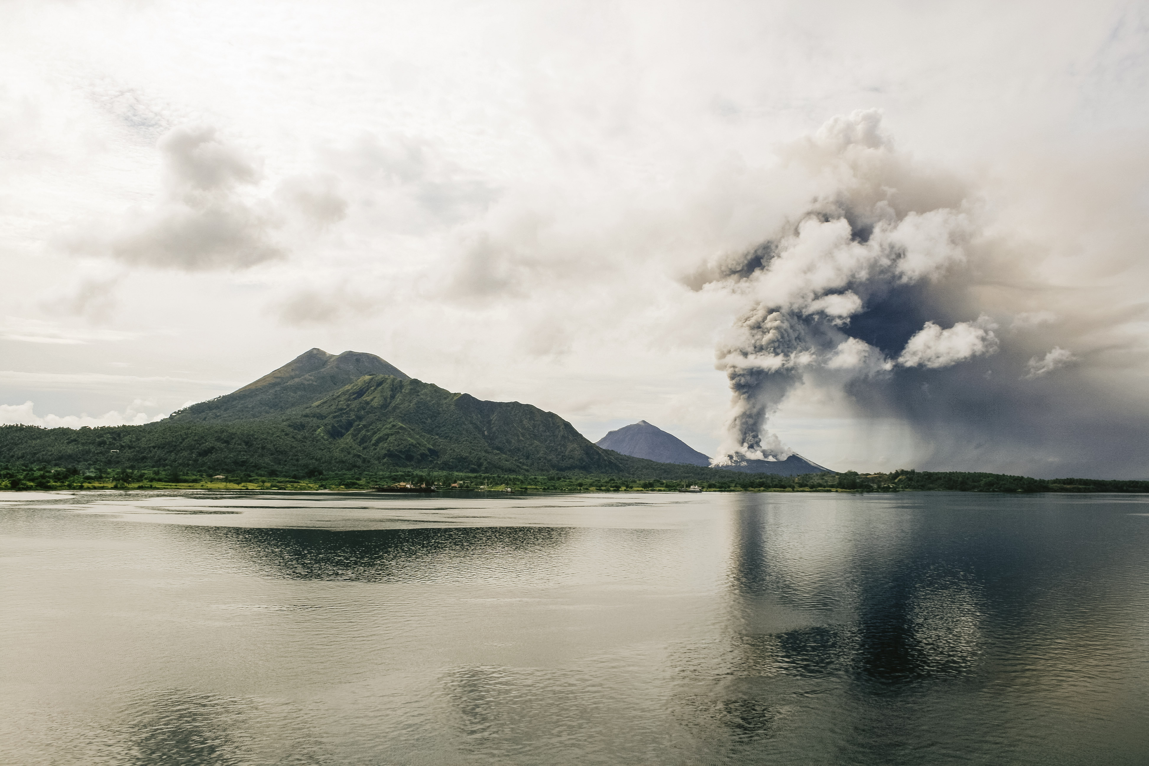 新燃岳の読み方と噴火の歴史、地震との関係について
